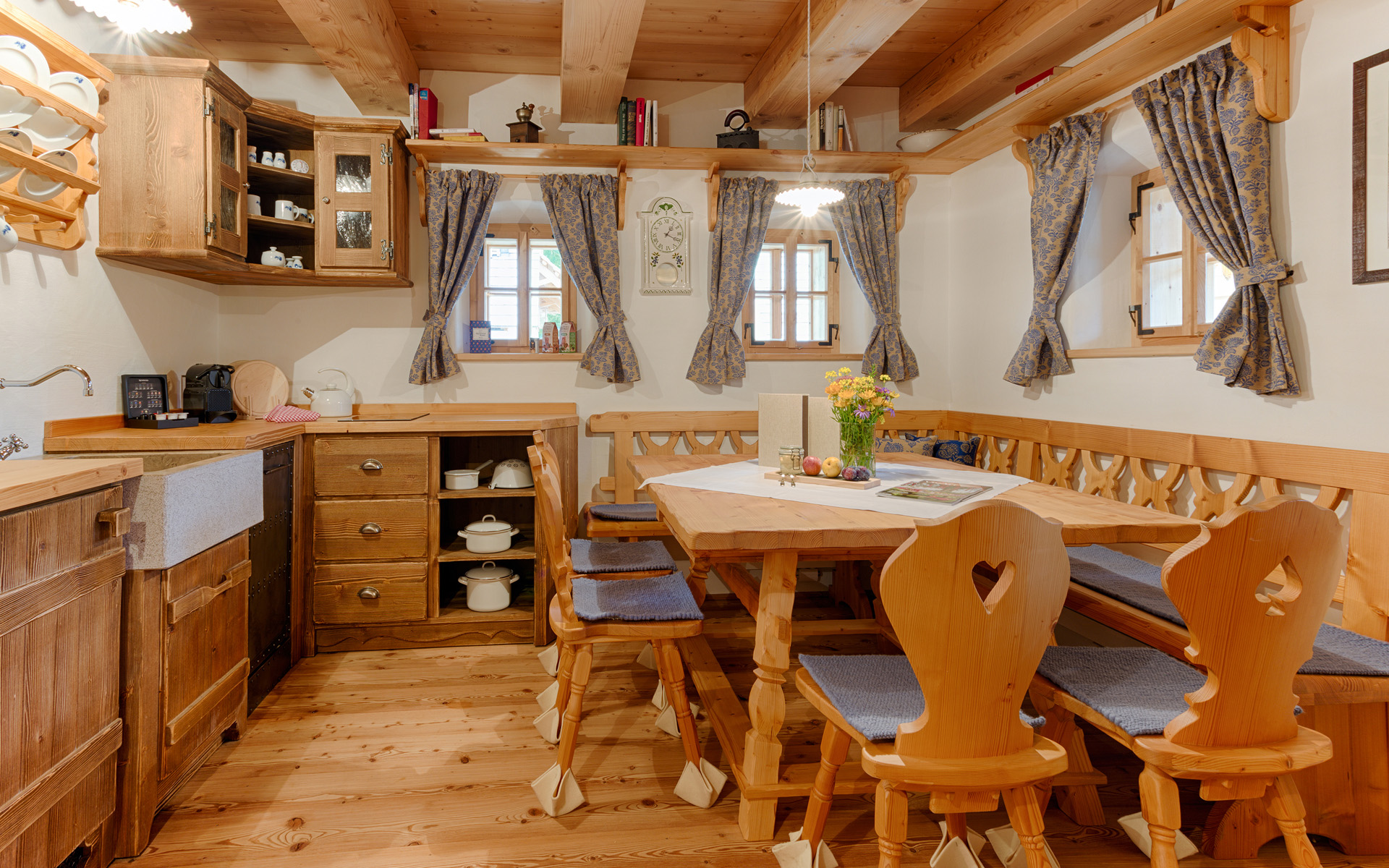 Seinerzeit-Almdorf_Cottage_Chalet-Alpenstil_Wodden-apartments_Austria_hotelska-oprema_Hotel-equipment_05