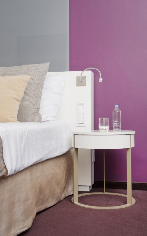 hotel Lev_Slovenia_nocna-omarica_nightstand_nachttisch