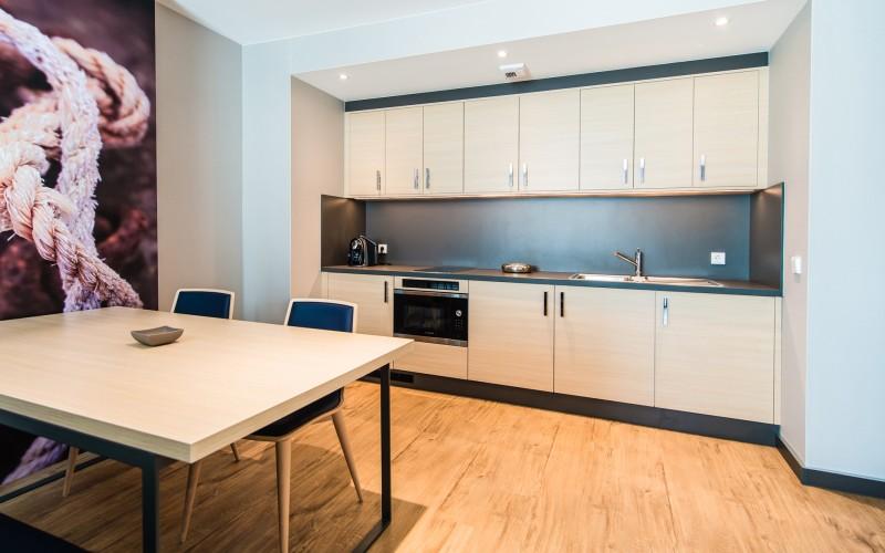 hotel_Meereszeiten_oprema-apartmajev_hotelske-sobe_appartment-einrichtung_hotel-apartment-design_2