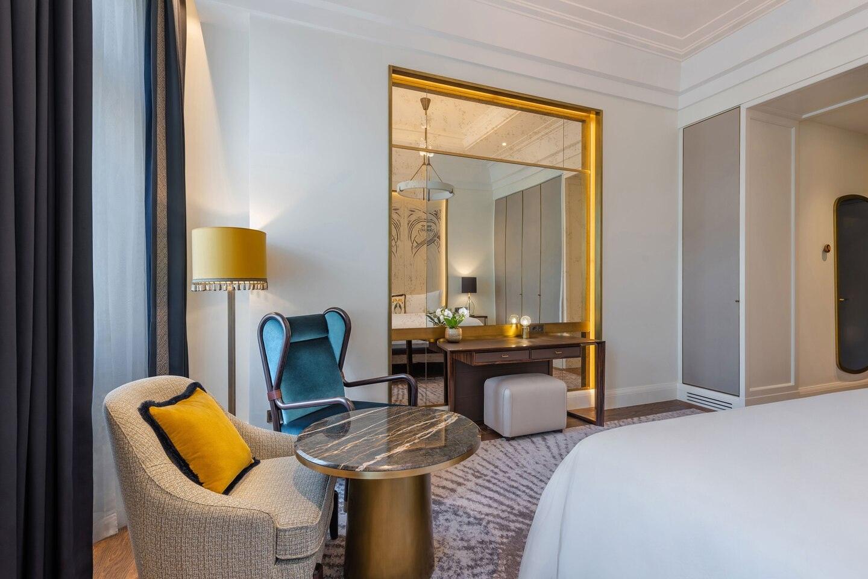 Budlc King Matild Guestroom 6557 Hor Clsc