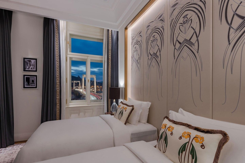 Budlc Twin Riverview Guestroom 6579 Hor Clsc